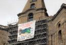 Aktivisten bringen Banner am Herkules an