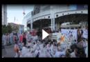 Klima-Aktivisten blockieren Haupteingang der IAA