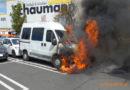 Wohnmobil brennt auf Parkplatz