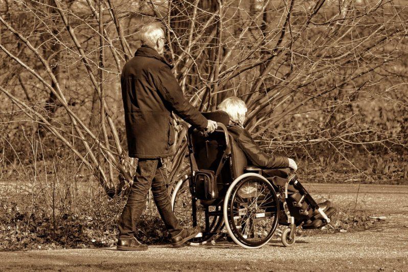 Werden Pflegekosten für die Eltern unter Geschwistern ausgeglichen?
