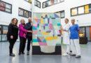 """""""Gesehen werden!"""" –Bürgermeisterin Friedrich übergibt Kunstwerk an Kinderkrebsstation des Klinikums Kassel"""