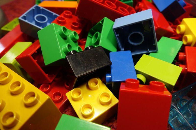 Eine neurowissenschaftliche Studie zeigt: Physisch-digitale Spielkonzepte wie LEGO® Hidden SideTM machen Kinder kreativer