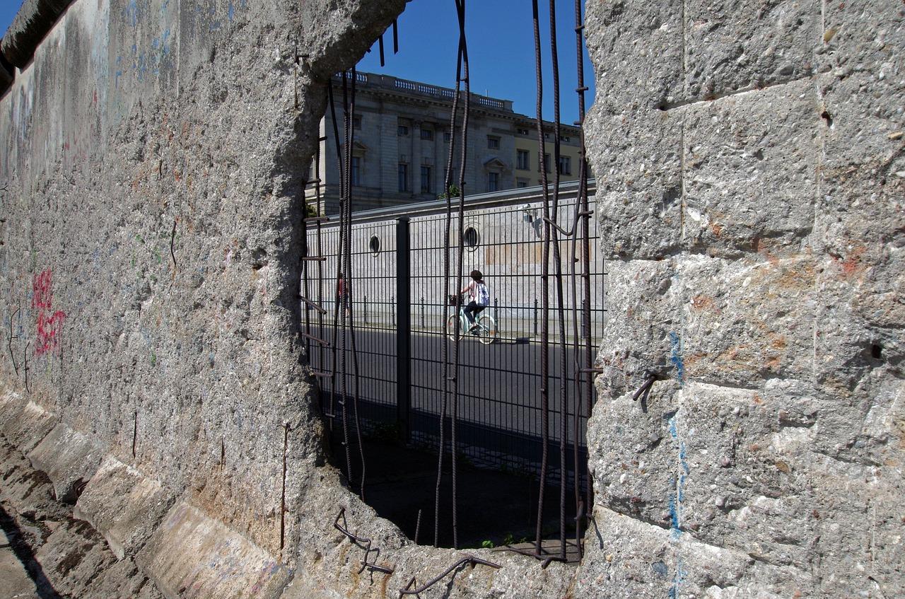 30 Jahre Mauerfall: BMVI startet Wettbewerb