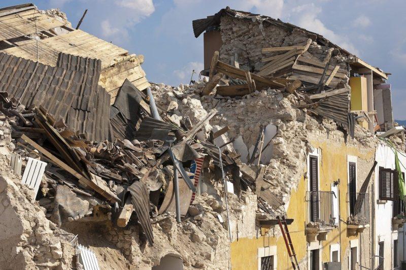 Help in Albanien: Noch immer stürzen Häuser ein Schlechte Bauweise verursacht weitere Schäden