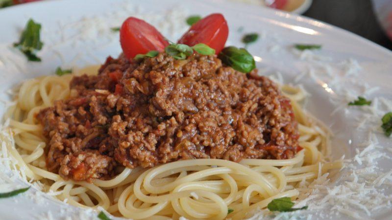 Jeder kann kochen, man braucht nur Mut – Pasta Bolognese