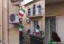 Emotional: Italien singt sich durch die Krise! de