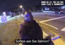 Polizisten bieten Frau Fahrt an, was dann passiert, rührt das Internet zu Tränen