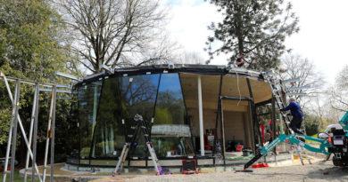 Pavillon Siebenbergen: Glasfassade wird eingebaut