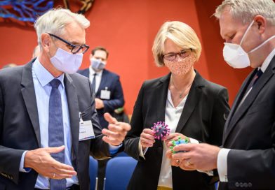 Karliczek: Mit Antikörpertests und neuen Wirkstoffen gegen SARS-CoV-2