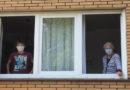 Rührende Geschichte: Die Oma-Enkel-WG in Zeiten von COVID-19