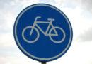 Aufmerksamkeitsstreifen auf Radweg mahnen zur Vorsicht