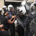 Sollten Demonstrationen gegen Gewalt nicht gewaltfrei sein?