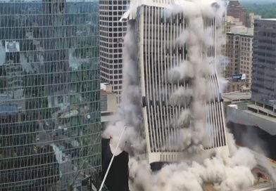 Mitten in der Stadt: 21-stöckiges Hochhaus in Virginia spektakulär gesprengt