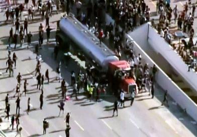 Proteste in Minneapolis: Tanklastwagen rast auf Menschenmenge zu