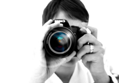 Scheiss KARMA – Schaulustiger macht Bildaufnahmen von Unfall und rollt dabei gegen anderes Auto